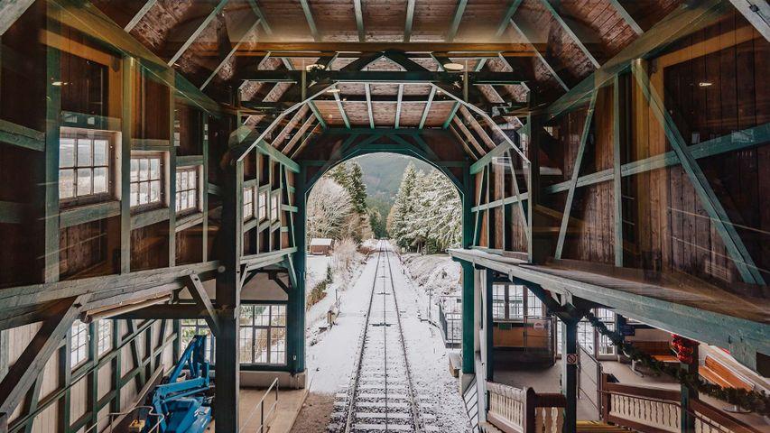 Ausblick aus der Bergstation Lichtenhain der Oberweißbacher Bergbahn, Thüringen, Deutschland