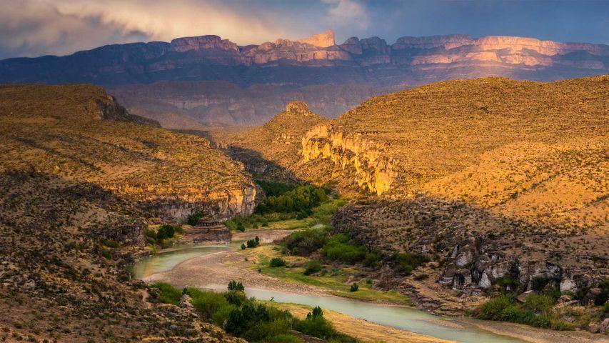 Rio Grande and Sierra del Carmen Mountains in Big Bend National Park, Texas