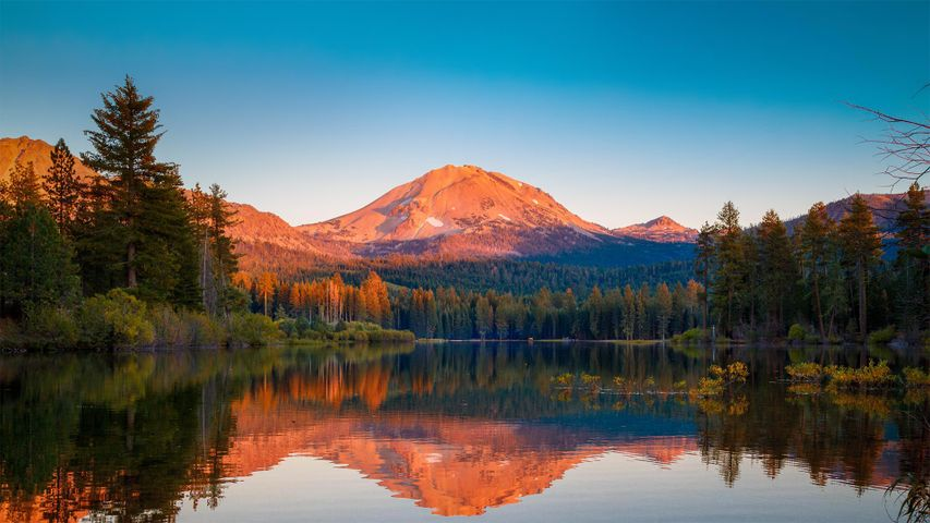 Lassen Peak in Lassen Volcanic National Park, California, USA