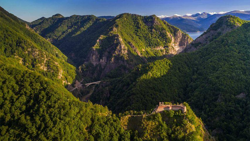 Poenari Castle on Mount Cetatea, Făgăraș Mountains, Romania