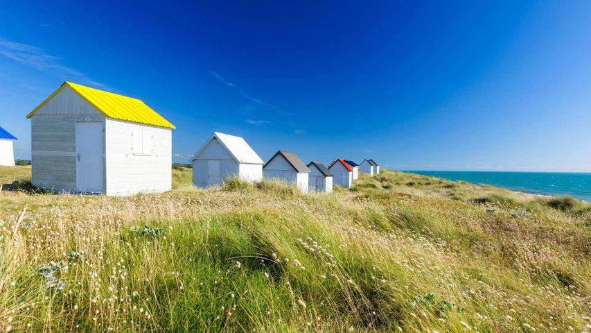 Cabines de plage à Gouville-sur-Mer, Cotentin, Manche