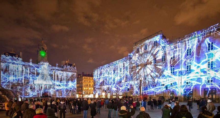 L'Hôtel de ville et le musée des Beaux-Arts de Lyon pendant la Fête des lumières, Rhône