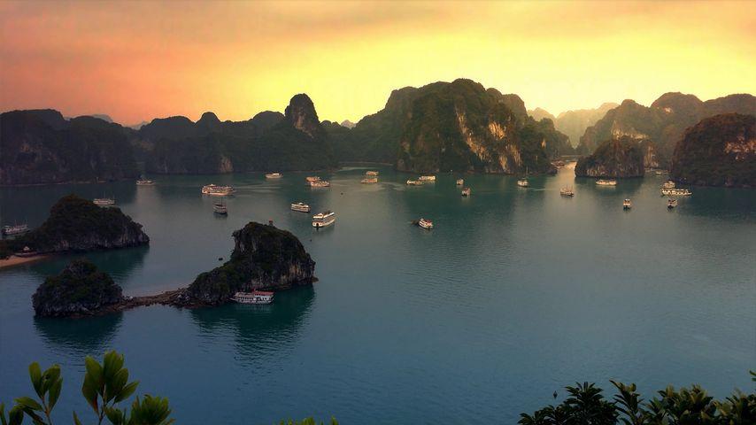 Sunset on Hạ Long Bay, Vietnam