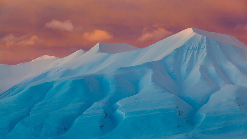阿德温山谷的Hallwylfjellet山峰,挪威