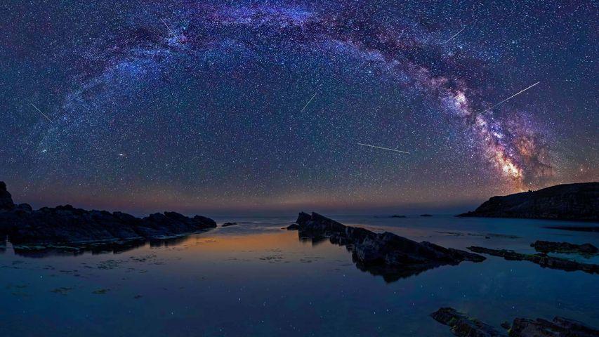 Die Perseiden über Sinemorets, Bulgarien. Der Meteoritenschauer ist bis zum 24. August zu sehen.