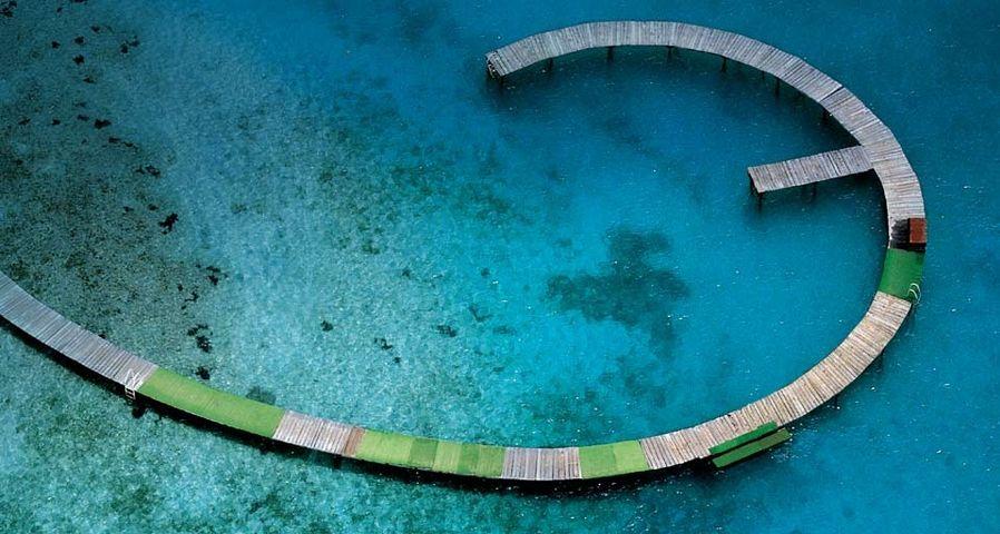 鸟瞰法国马提尼克岛的海滩码头