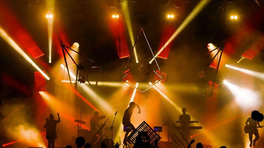 Un groupe de rock sur scène pendant l'édition 2017 du Festival Rock en Seine, Domaine de Saint-Cloud