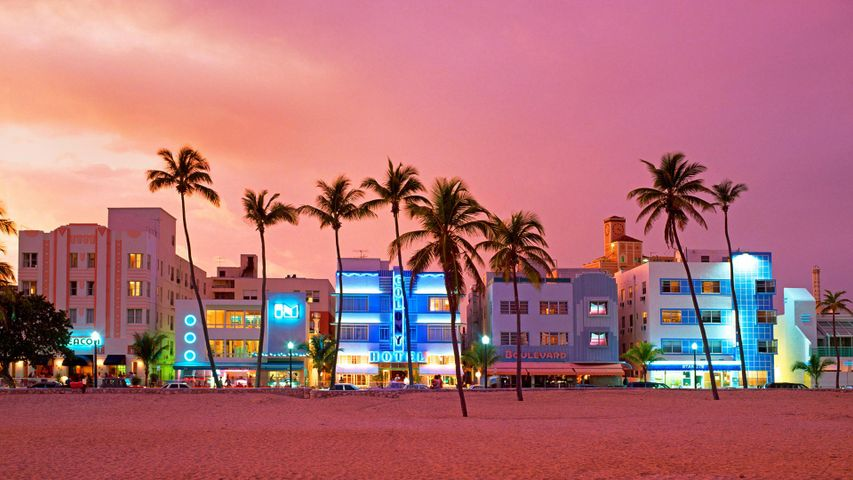 La célèbre rue Ocean Drive, Miami Beach, Floride