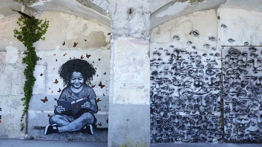 "Street art ""Read Dream"" de Jef Aerosol, Fort d'Aubervilliers, France"