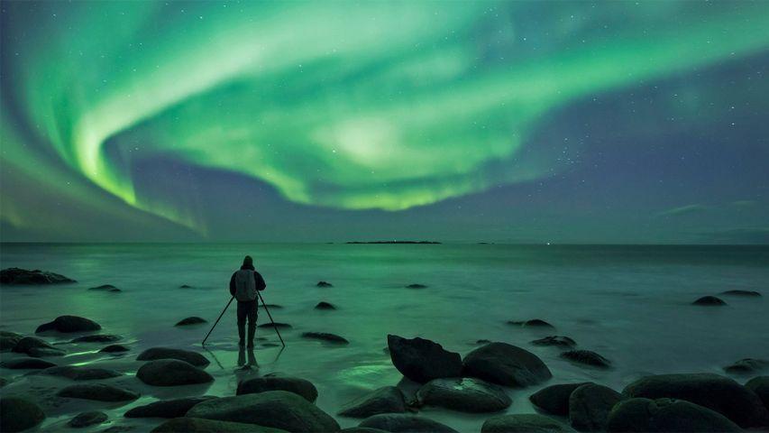Photographing the Aurora Borealis at Uttakleiv Beach, Norway