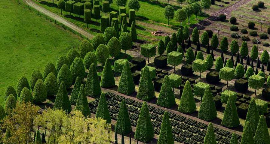 Luftaufnahme einer Gärtnerei für Formgehölze bei Leer