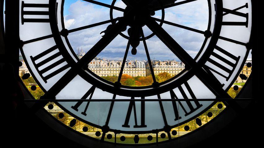 Vue sur Paris depuis la Grande horloge du Musée d'Orsay, Paris, France