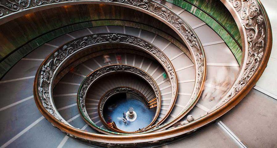 梵蒂冈博物馆内螺旋楼梯