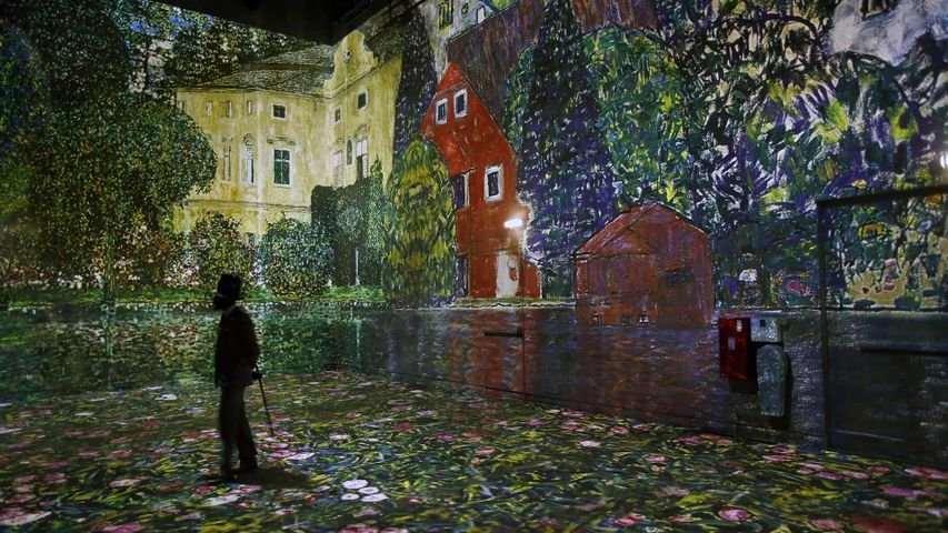 The Gustav Klimt exhibit at the new digital art center Atelier des Lumières