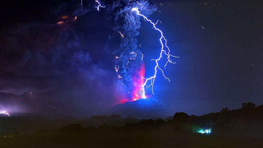 Chile's Calbuco volcano erupting in April 2015