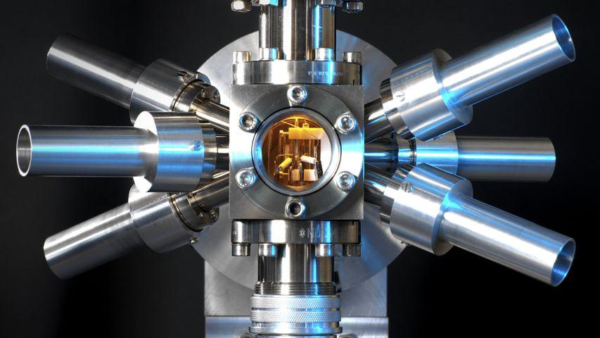 「ストロンチウム光格子時計」イギリス国立物理学研究所