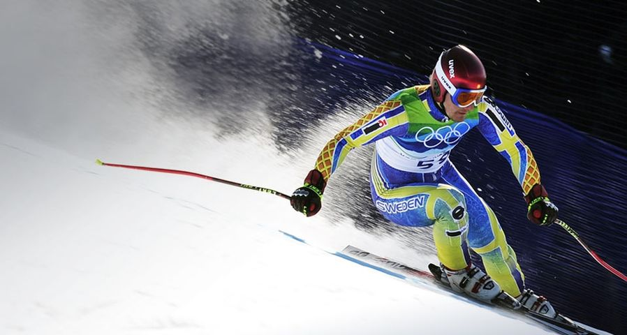 Tajikistan's Andrey Drygin, wearing an old Swedish team ski outfit, clears a gate during the Men's Super-G race at the Vancouver 2010 Winter Olympics on 19 February 2010 – Fabrice Coffrini/AFP/Getty Images ©