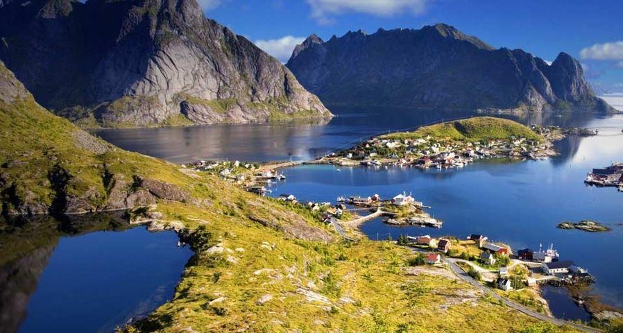 Lofoten archipelago in the Arctic Circle, Norway – Bildagentur/Photolibrary ©