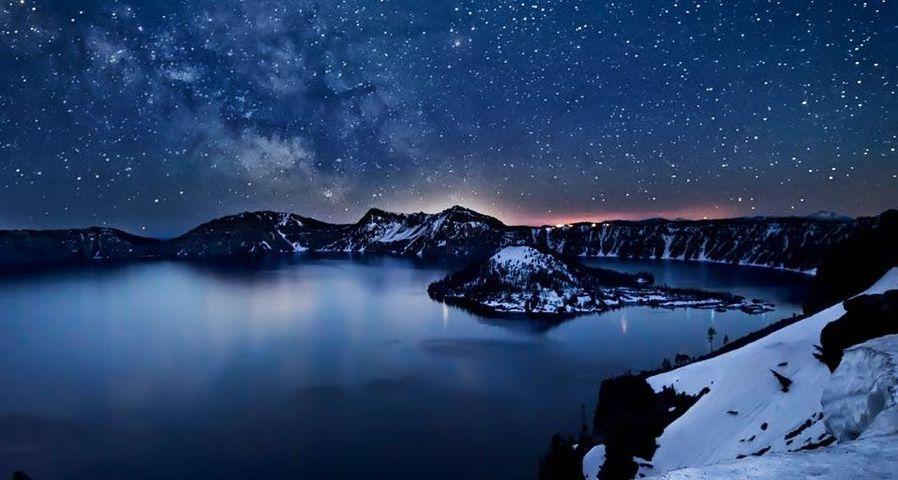 「クレイターレイクの上の銀河」アメリカ, オレゴン州