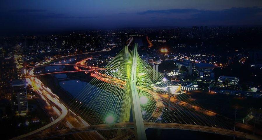 Ponte Estaiada Octávio Frias de Oliveira bridge in São Paulo, Brazil