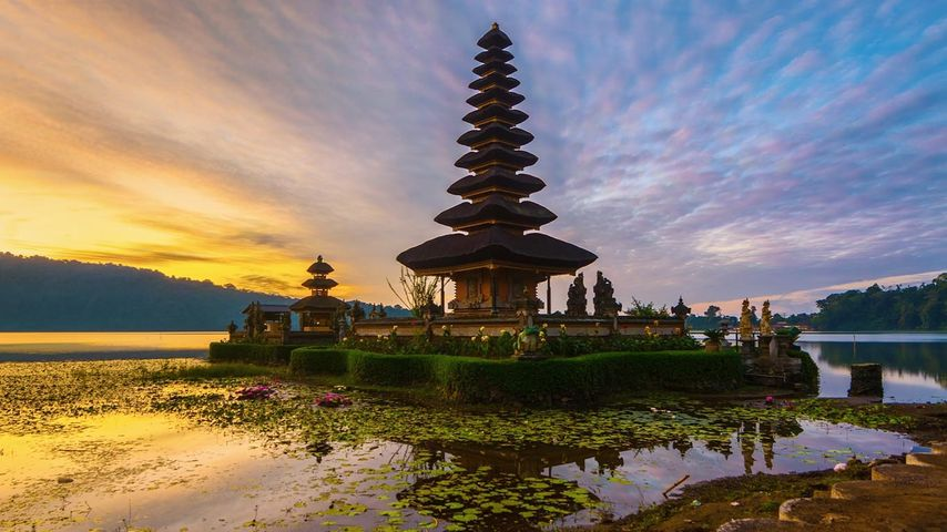 Sunrise at Pura Ulun Danu Bratan temple in Bali, Indonesia