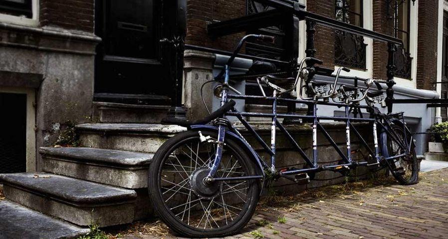 Geparktes Tandem-Fahrrad