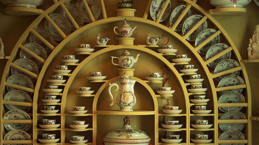 挪威卑尔根,拱形杯架和瓷器