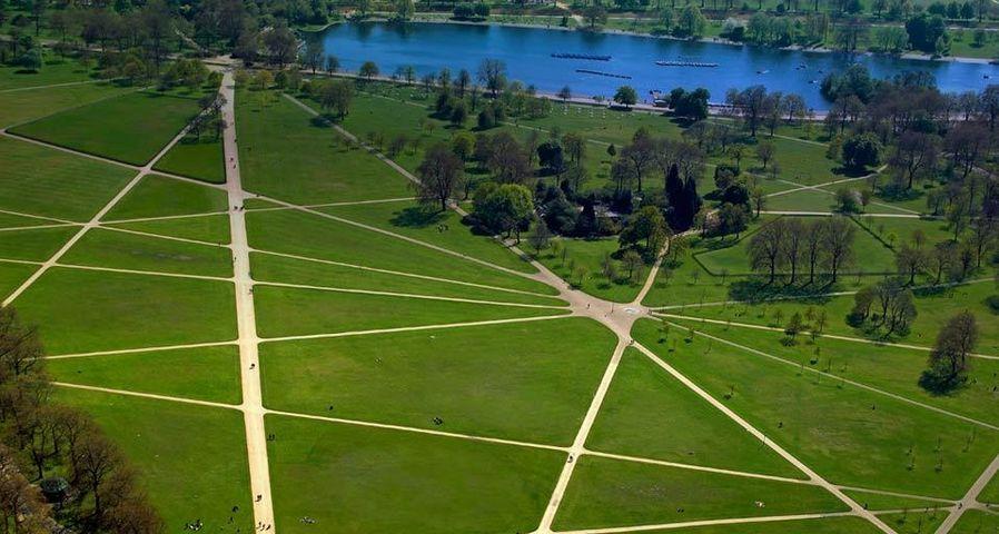 Luftaufnahme des Serpentine Lake und Hyde Parks in London, England