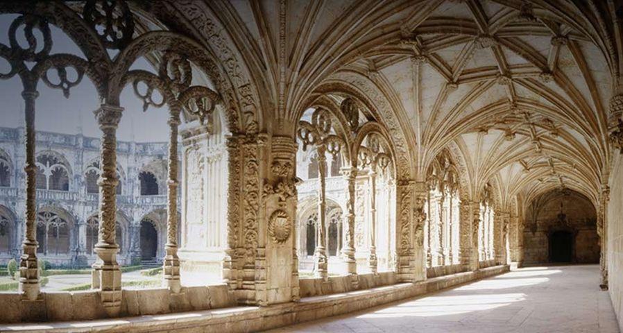 Der Kreuzgang des Hieronymus-Klosters in Lissabon, Portugal – Nachos Calonge/Photolibrary ©