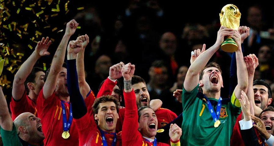 Spanien feiert den Gewinn der FIFA Fußballweltmeisterschaft 2010 in Südafrika nach dem Finale gegen die Niederlande im Soccer City-Stadion in Johannesburg am 11. Juli 2010 – Jamie McDonald/Getty Images ©