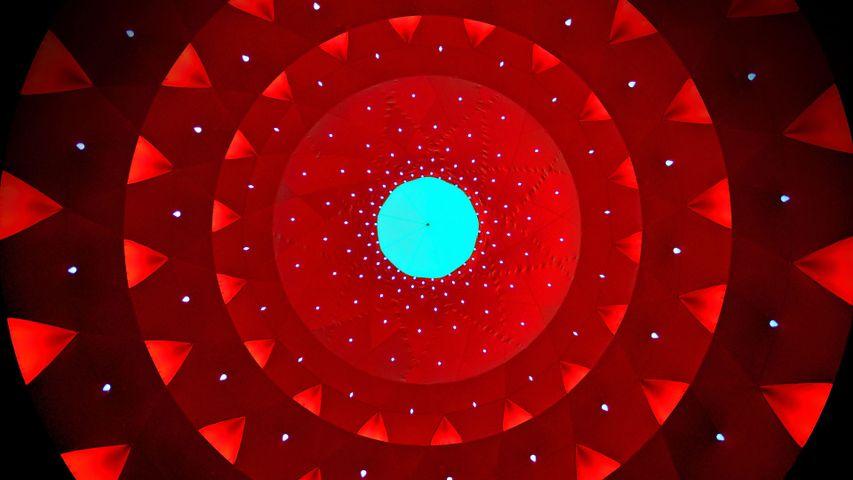 "Installation artistique ""Katena Luminarium"" par les Architects of Air"