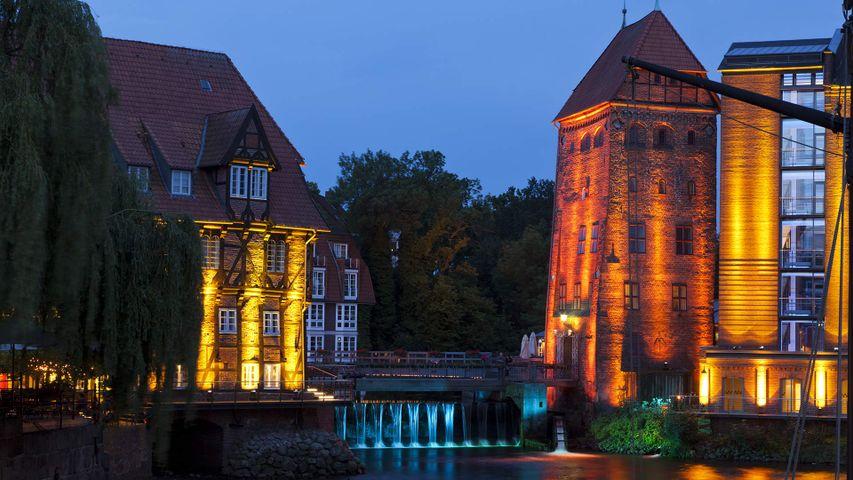 Abtsmühle und Lüner Mühle im alten Hafen von Lüneburg, Niedersachsen, Deutschland