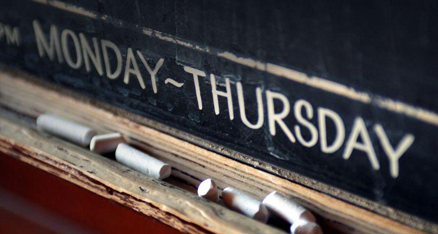 教室中的黑板和粉笔