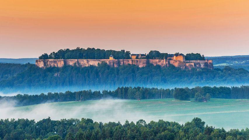 Festung Königstein oberhalb des Ortes Königstein, Sächsische Schweiz, Sachsen, Deutschland