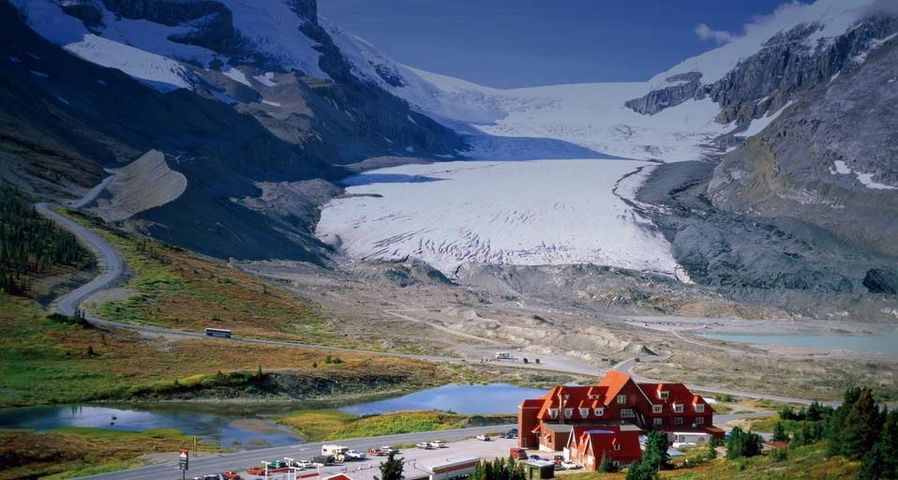 Icefields Parkway Drive and the Athabasca Glacier in the