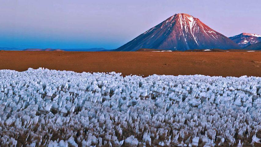 Volcan Licancabur à la frontière entre la Bolivie et le Chili