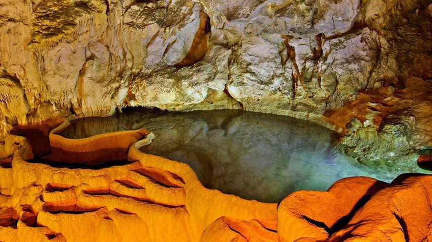 「カラヴリタの洞窟湖」ギリシャ, ペロポネソス, アカイア