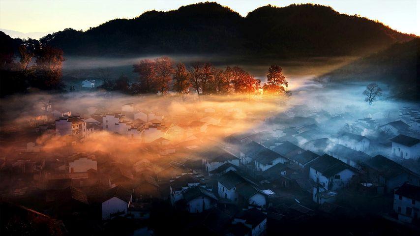 [今日寒露] 中国,江西,婺源,晨雾与阳光