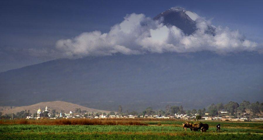 Der Vulkan Popocatépetl in der Nähe von Puebla, Zentralmexiko – Felix Stensonage fotostock ©