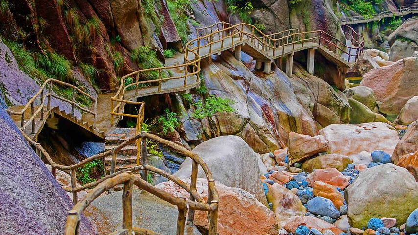 Hui Hang caravan trail, crossing the border of Anhui and Zhejiang Provinces, China