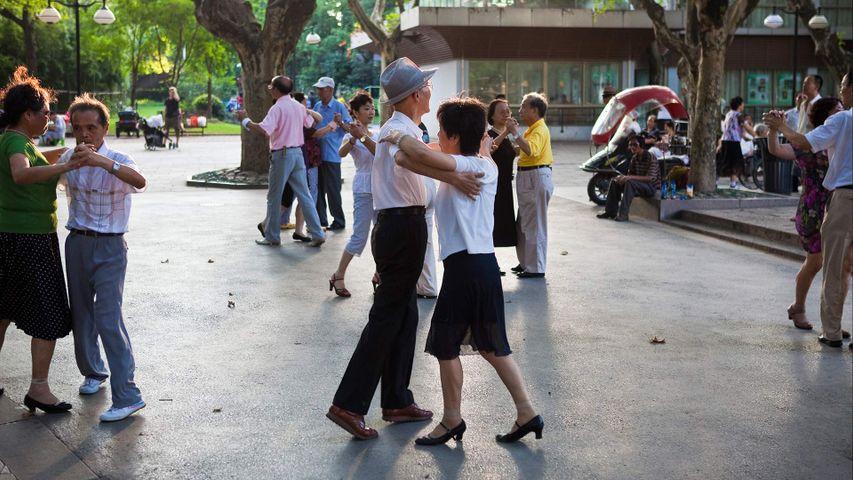 【今日重阳节】复兴公园里跳探戈的人们,中国上海