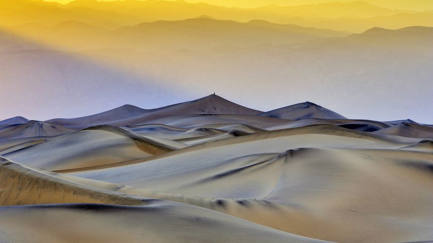 Mesquite Flat Sand Dunes in Death Valley National Park, California