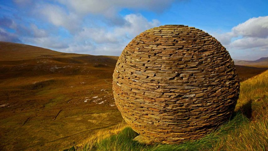 """苏格兰,科诺堪岩崖,乔·史密斯的""""全球""""雕塑"""