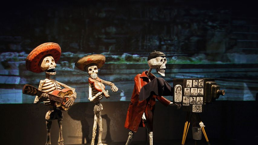 Calaca figures to celebrate the Day of the Dead