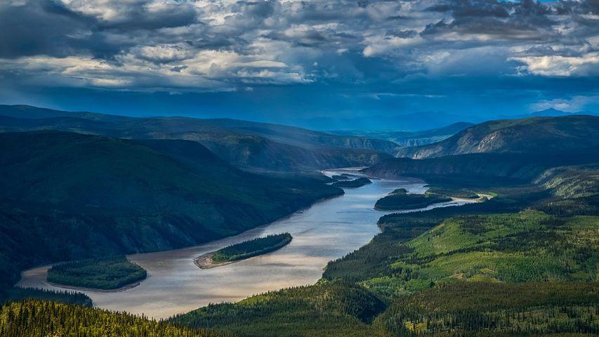 Río Yukón visto desde el mirador Midnight Dome, en Dawson City, Canadá