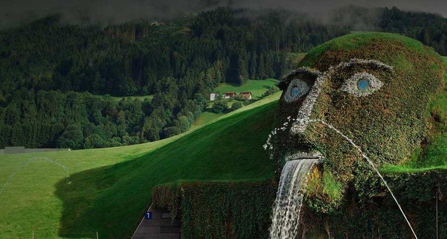 """奥地利瓦腾斯的施华洛世奇水晶世界博物馆""""绿意正浓"""""""