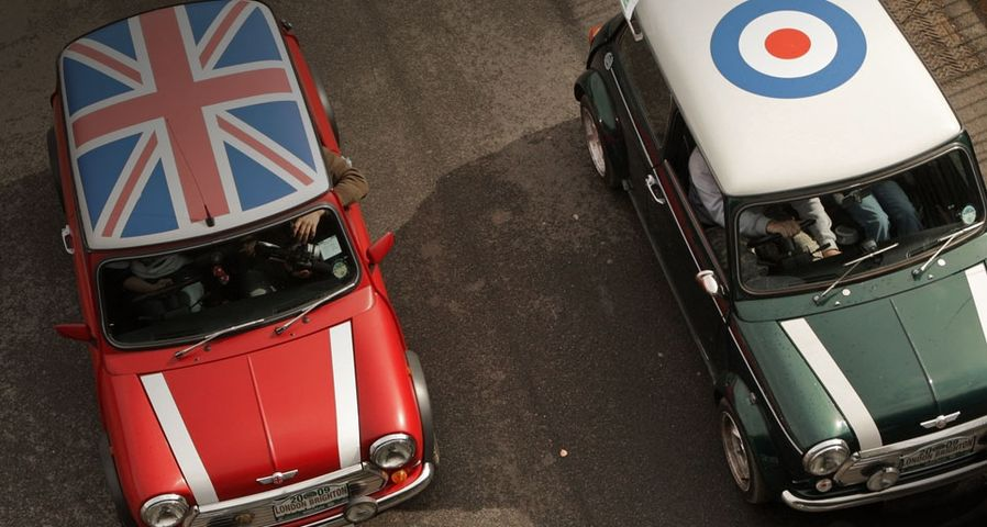 Mini's in the London to Brighton Rally - Oli Scarff/Getty Images ©