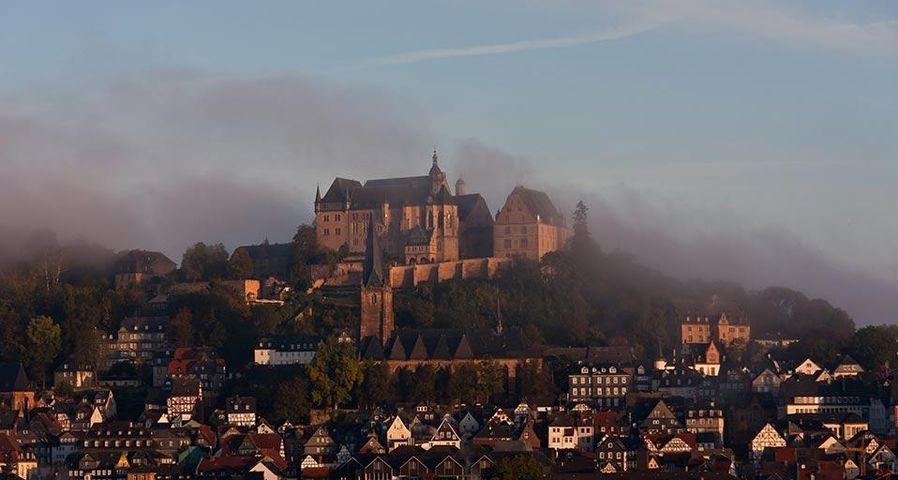 Marburger Schloss im Morgennebel