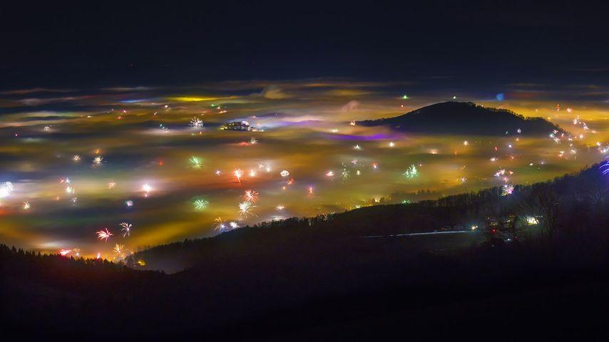 奥地利,萨尔兹堡的烟花和雾气