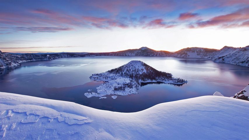 Crater Lake in Oregon, USA